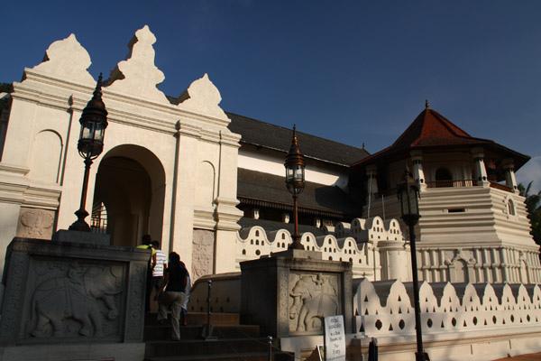 佛牙寺大門