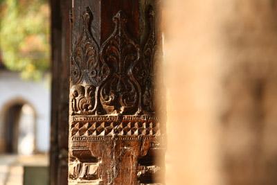 那哈迪瓦拉亞寺木雕廊柱