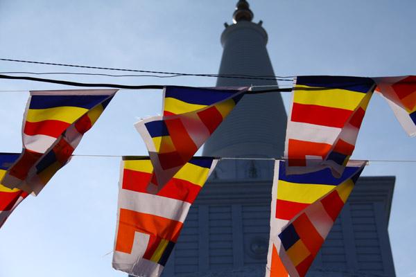 大佛塔與五色旗