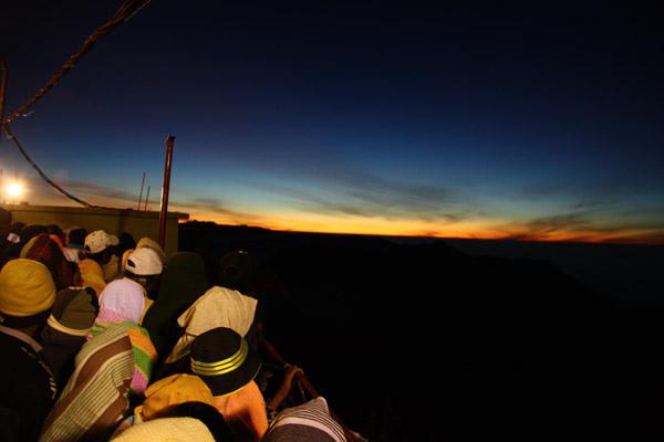 觀看日出的人潮