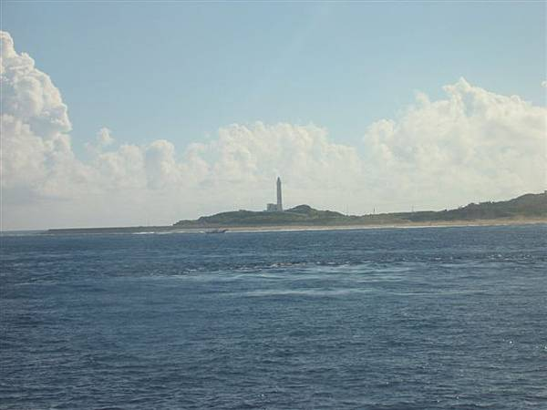05從海上看綠島燈塔.jpg