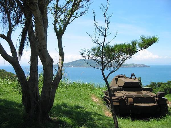 16坦克就停路邊.jpg