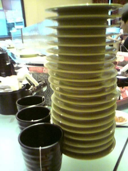三個茶杯排排站