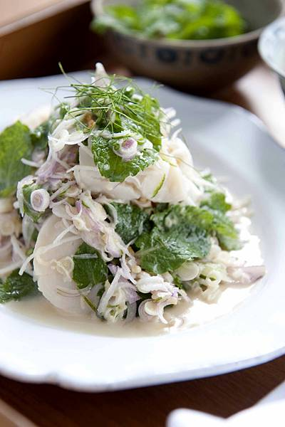 Scallop_salad_with_grated_coconut,_lemongrass