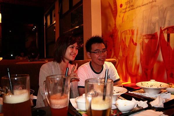 廖惇弘(21號)和他女朋友.jpg