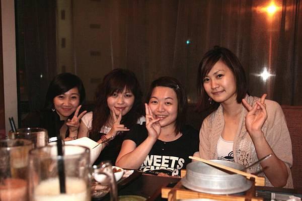 3姊妹+惇弘七辣.jpg