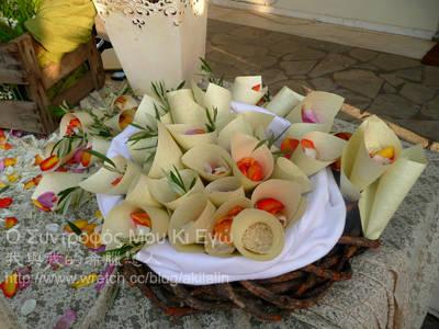 希臘婚禮中的米粒與花瓣