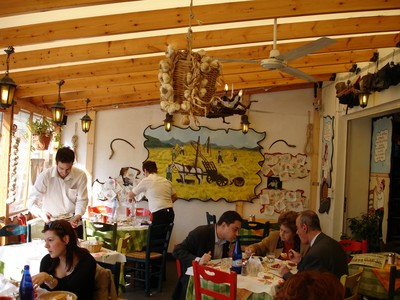 Ladokola 蠟紙餐廳