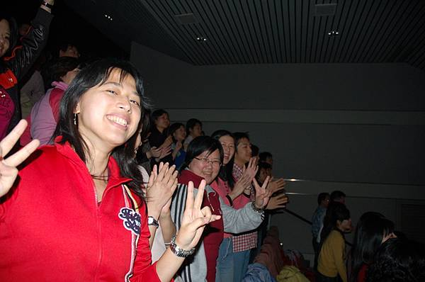陳昇跨年_大夥一起扭動吧.JPG