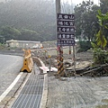 r12過溫泉4號橋前延此招牌上山