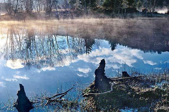 香格里拉_屬都湖.jpg