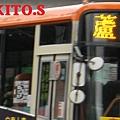 大都會客運2005年第一批車輛前車門上方特徵