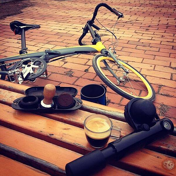 Handpresso pump and bike.jpg