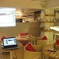 全場A區-從客人角度看另一個可以放投影幕的位置