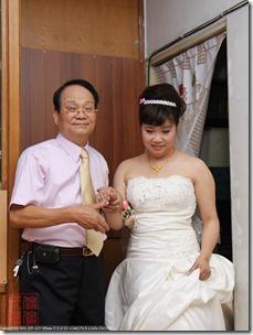 IMG_0056_老爸牽新娘出來了