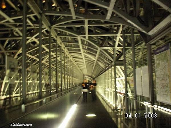 這就是在『京都驛』10樓大名鼎鼎的Skyway「空中徑路」