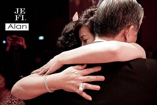 游騰凱攝影工作室,台中婚攝,新人推薦,婚禮攝影,有Fu婚攝,深情擁抱_21.jpg