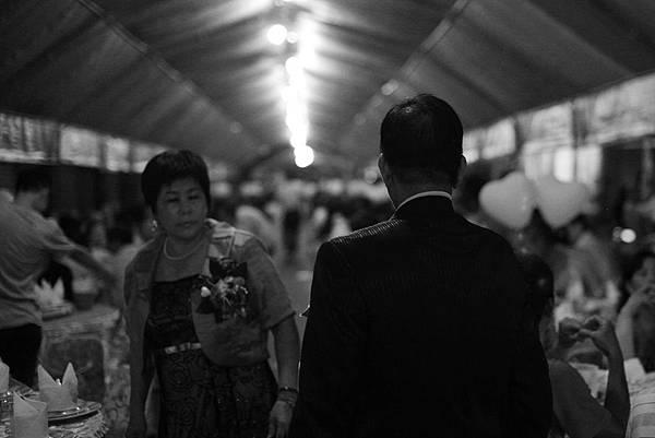 台中婚攝,有FU婚攝,游騰凱攝影工作室_爸爸的背影.jpg
