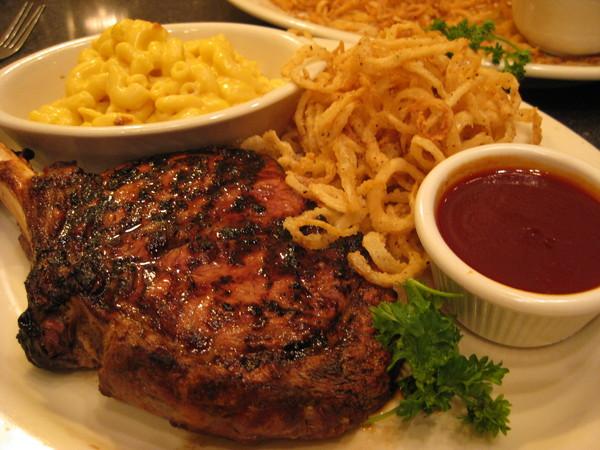 Cincinnati當地最有名的肋排餐廳, 在Montegomery Inn內