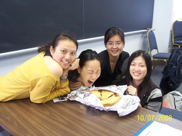 與老師做的apple pie合照
