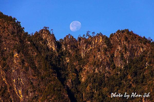 山上的月亮.jpg