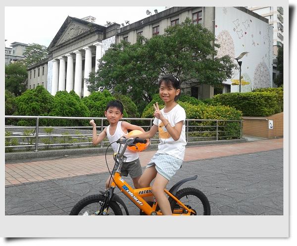 騎腳踏車&玩球[華夏技術學院]