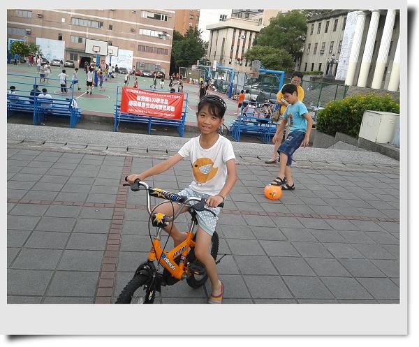 騎腳踏車&玩球[華夏技術學院]2