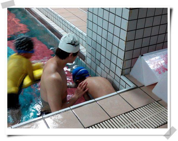 恆宇學游泳1[秀山國小室內溫水游泳池]5
