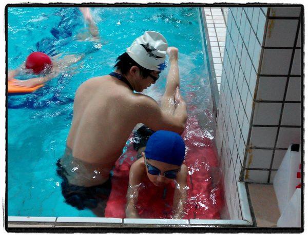恆宇學游泳3[秀山國小室內溫水游泳池]4