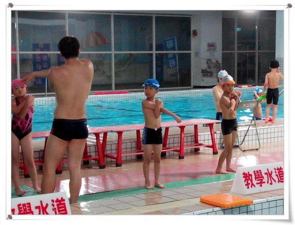 恆宇學游泳10[秀山國小室內溫水游泳池]