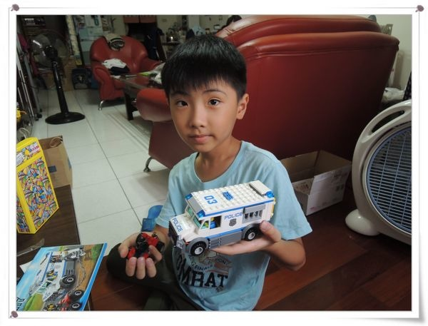 LEGO樂高CITY城市系列60043囚犯運輸車[恆宇八歲生日禮物]14