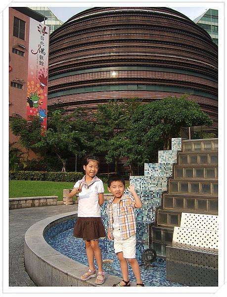 台北偶戲館[2010台北花遊記].jpg