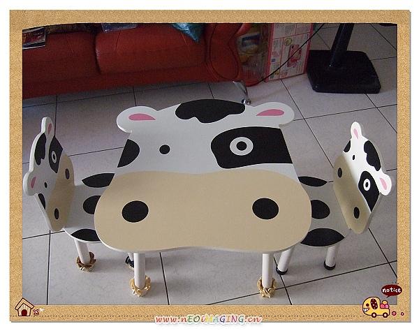 噓噓樂木製乳牛桌椅1.jpg