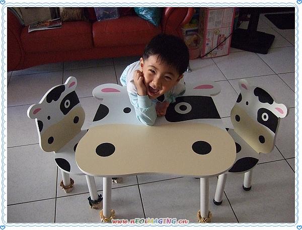 噓噓樂木製乳牛桌椅2.jpg
