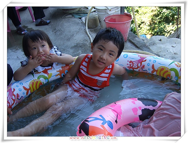 INTEX熱帶魚充氣游泳池4.jpg