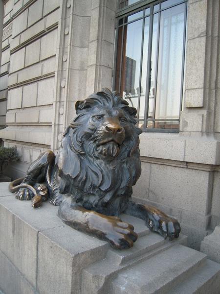門外銅獅,閉口版