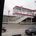 高速公路旁的地鐵站!?