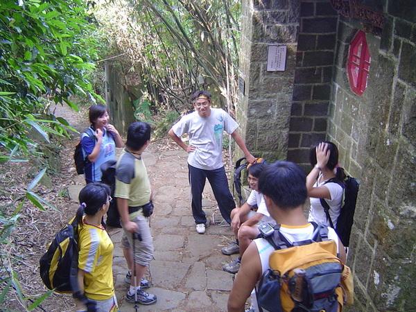 20061015爬爬團大屯山連峰行 004.jpg