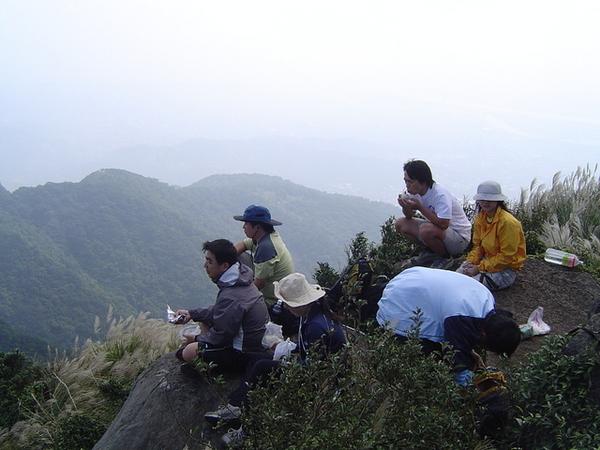 20061015爬爬團大屯山連峰行 066.jpg