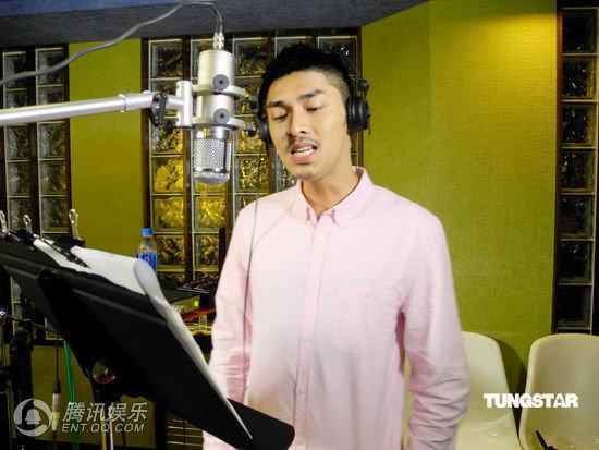 環球眾歌手慶香港回歸15周年 譚詠麟獻唱(組圖)-5