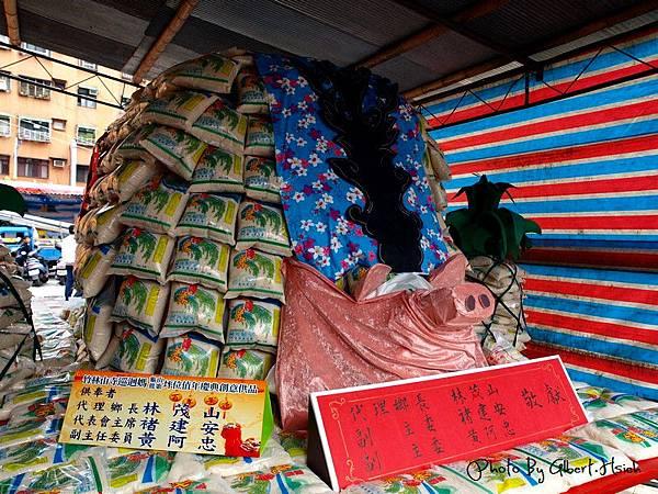 龜山.竹林山寺巡迴媽:長約2公尺的大型「米豬公」