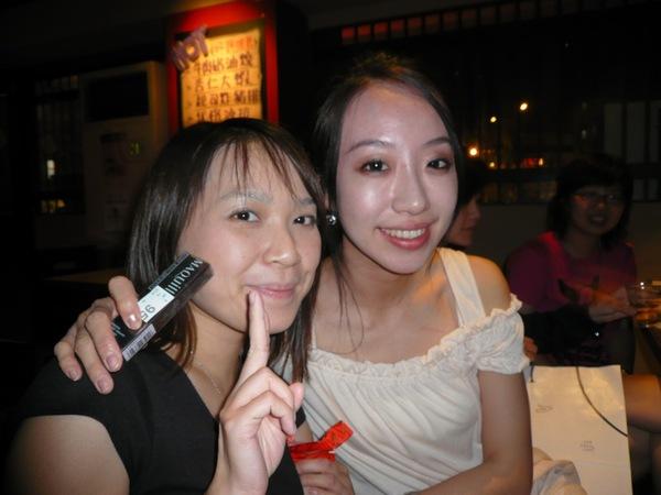 老婆送睫毛膏給每天都要化妝的空姐!
