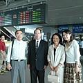 第一次坐高鐵的岳父岳母@台中高鐵站