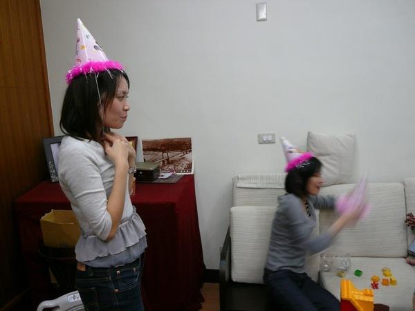 沒生日蛋糕,卻有生日帽!?