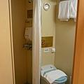 浴室小無所謂,問題是根本沒打掃乾淨,還有潮溼的味道><