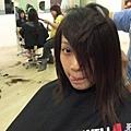 就是...老婆去剪了個新髮型...:P