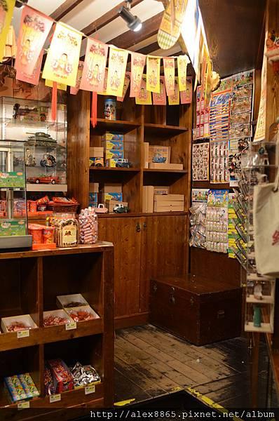 巷子內的糖果店.jpg