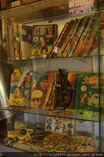 舊書和玩具.jpg