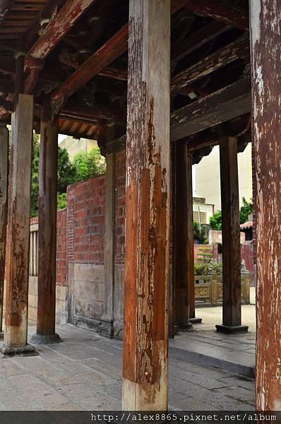 斑駁的樑柱.jpg