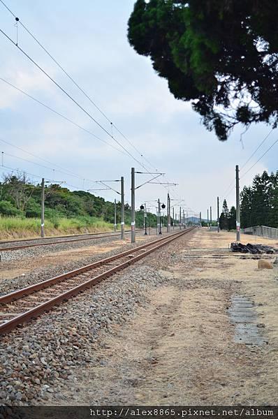 等待火車入站.jpg